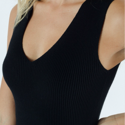 Knitted v top black